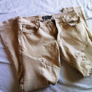 Demolition design skinny jeans